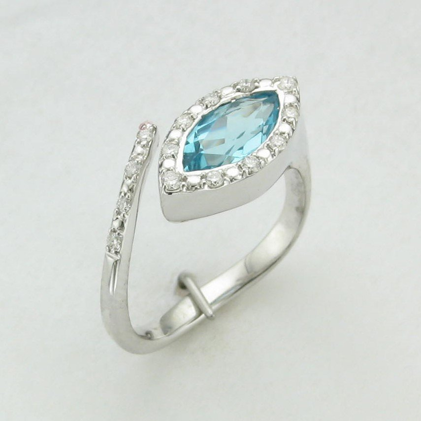 18K White Gold Marquise East/West Diamond Halo Ring