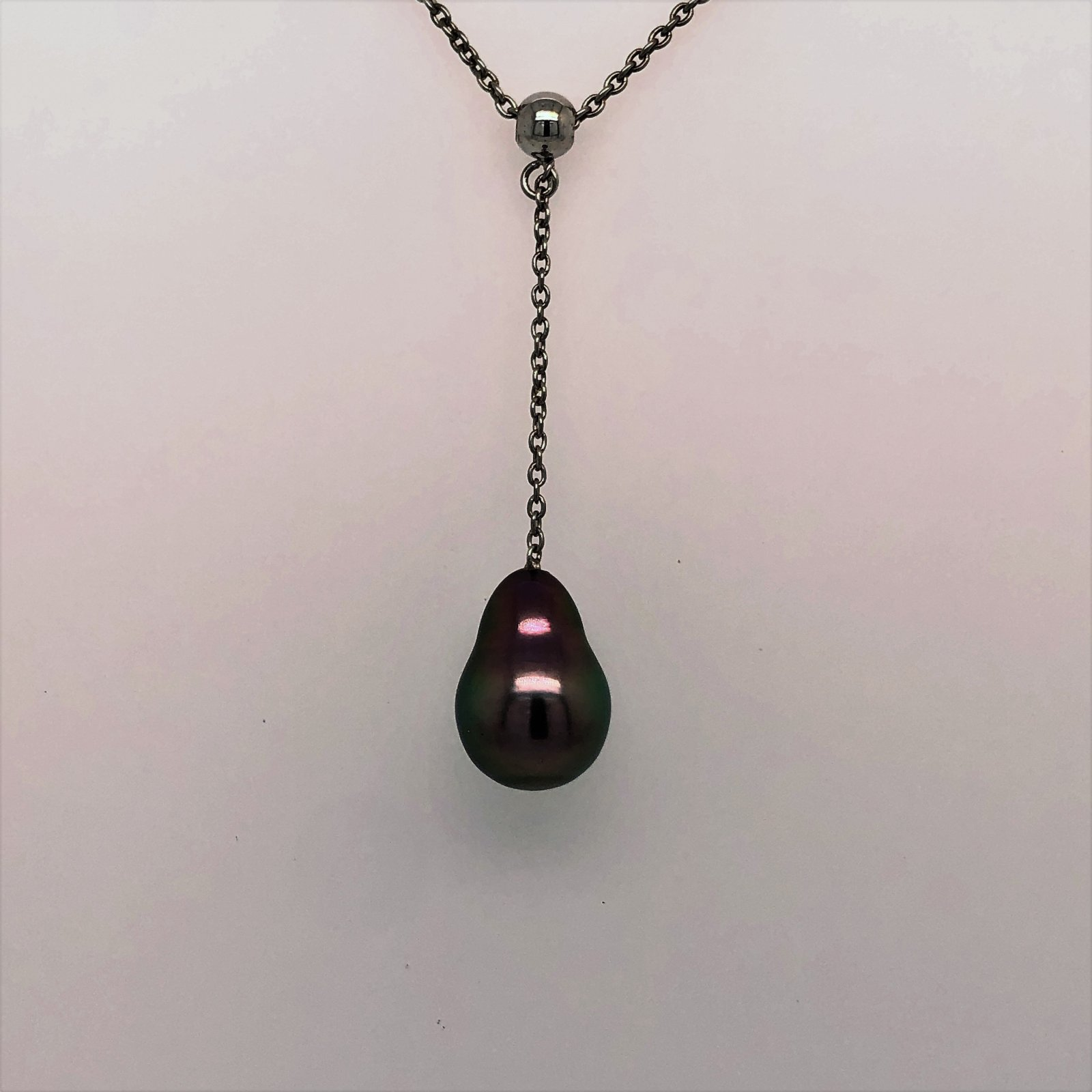 18 9mm  Black Tahitian Pearl Necklace set in Sterling Silver
