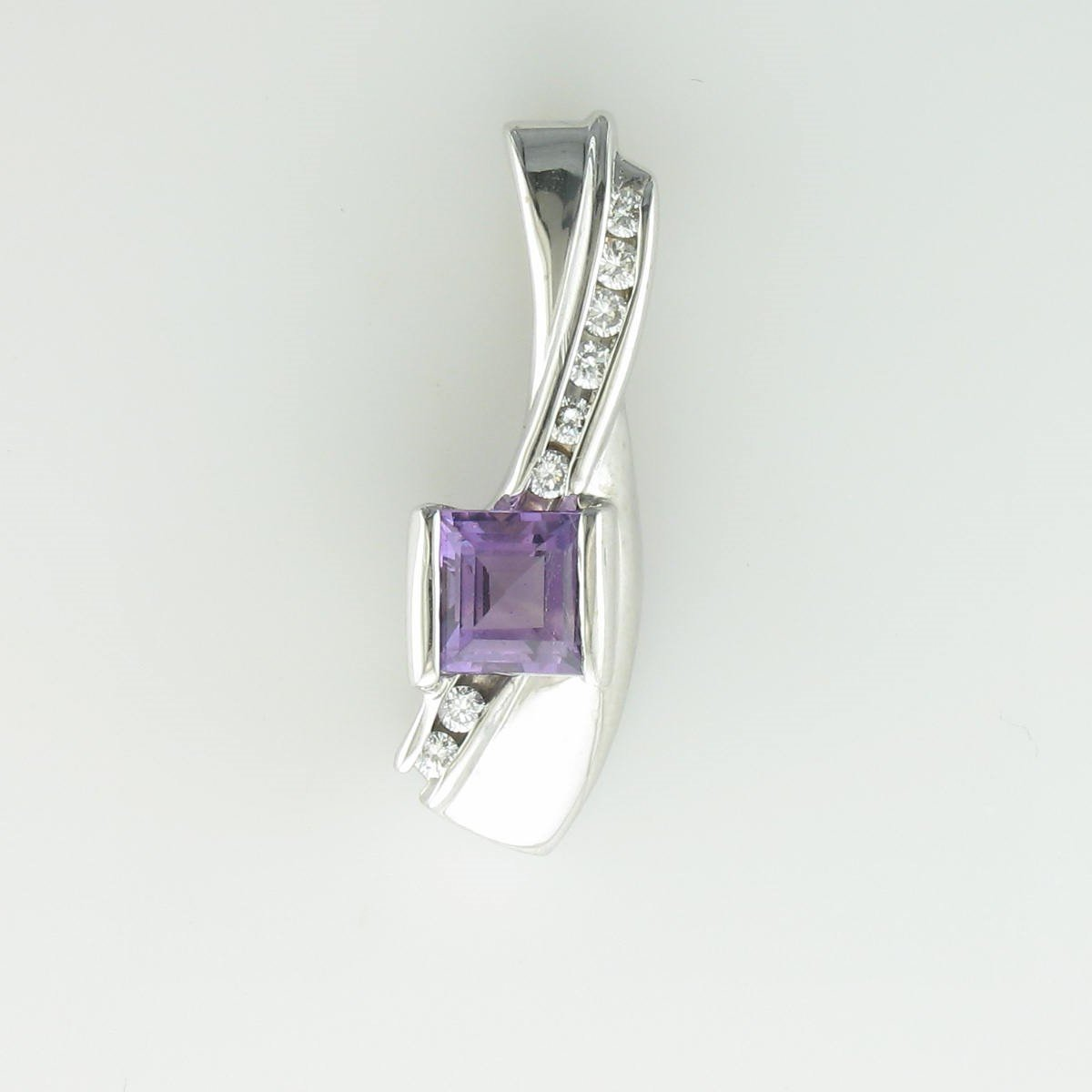 1.65ct Princess Cut Amethyst Set In 14K White Gold Pendant