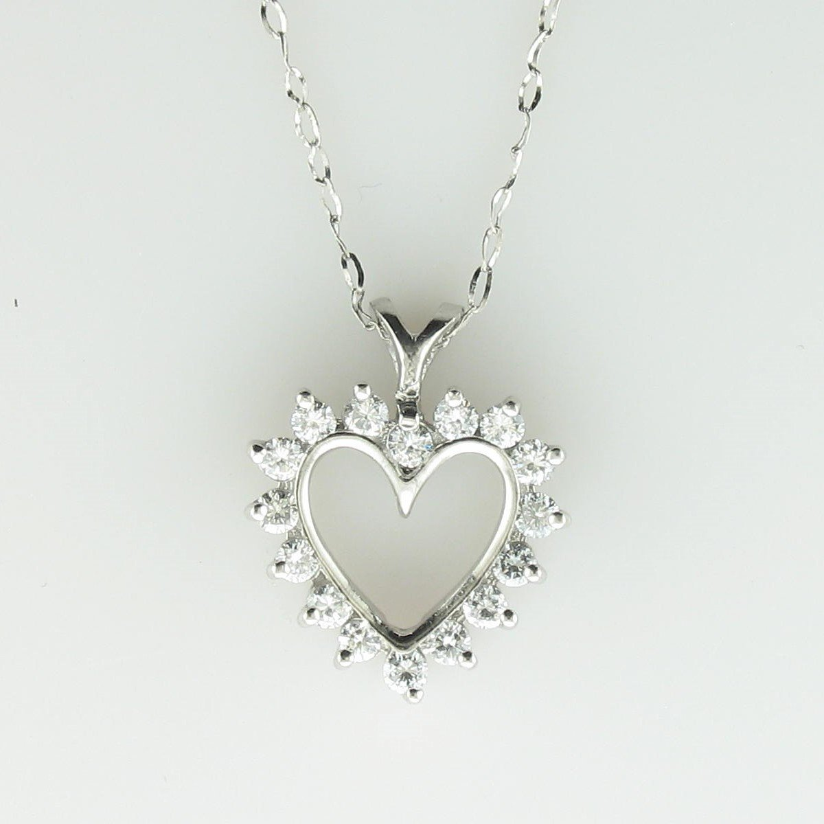 0.40tcw Diamond Heart Necklace set in Platinum