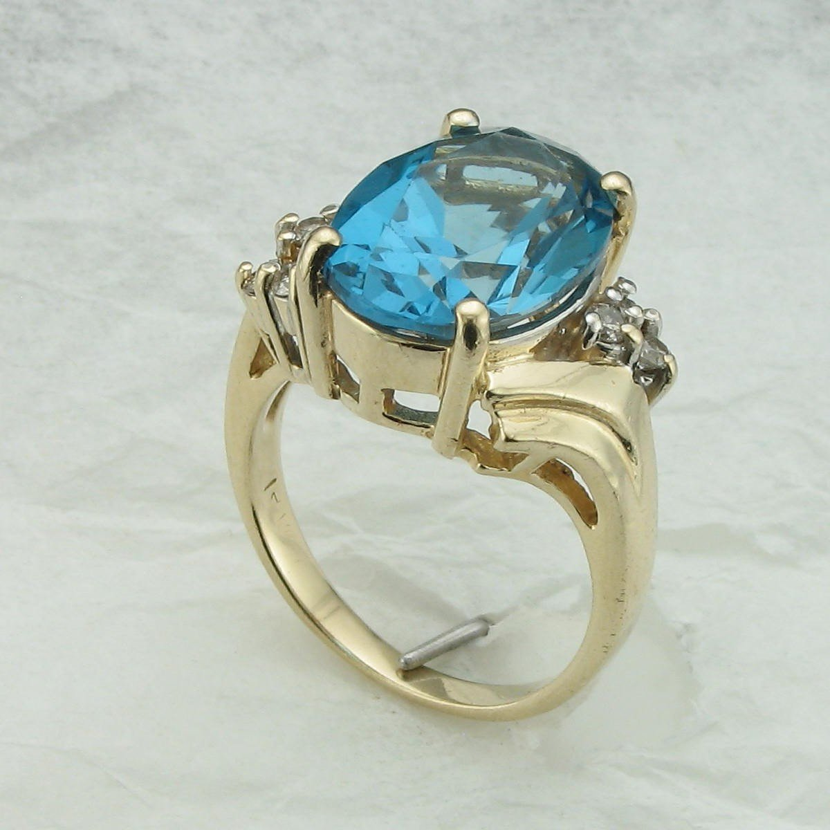 7.50ct London Blue Topaz and Diamond Ring set in 14K Yellow Gold