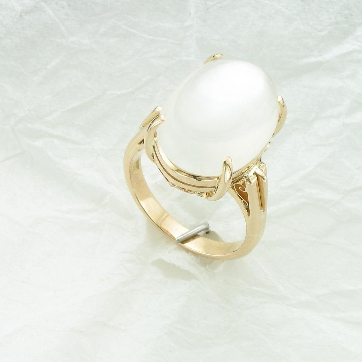 18K Yellow Gold Oval Cabochon Moonstone Ring