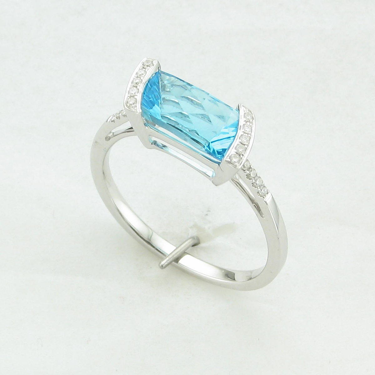 1.61ct Swiss Blue Topaz and Diamond Ring set in 14k White Gold