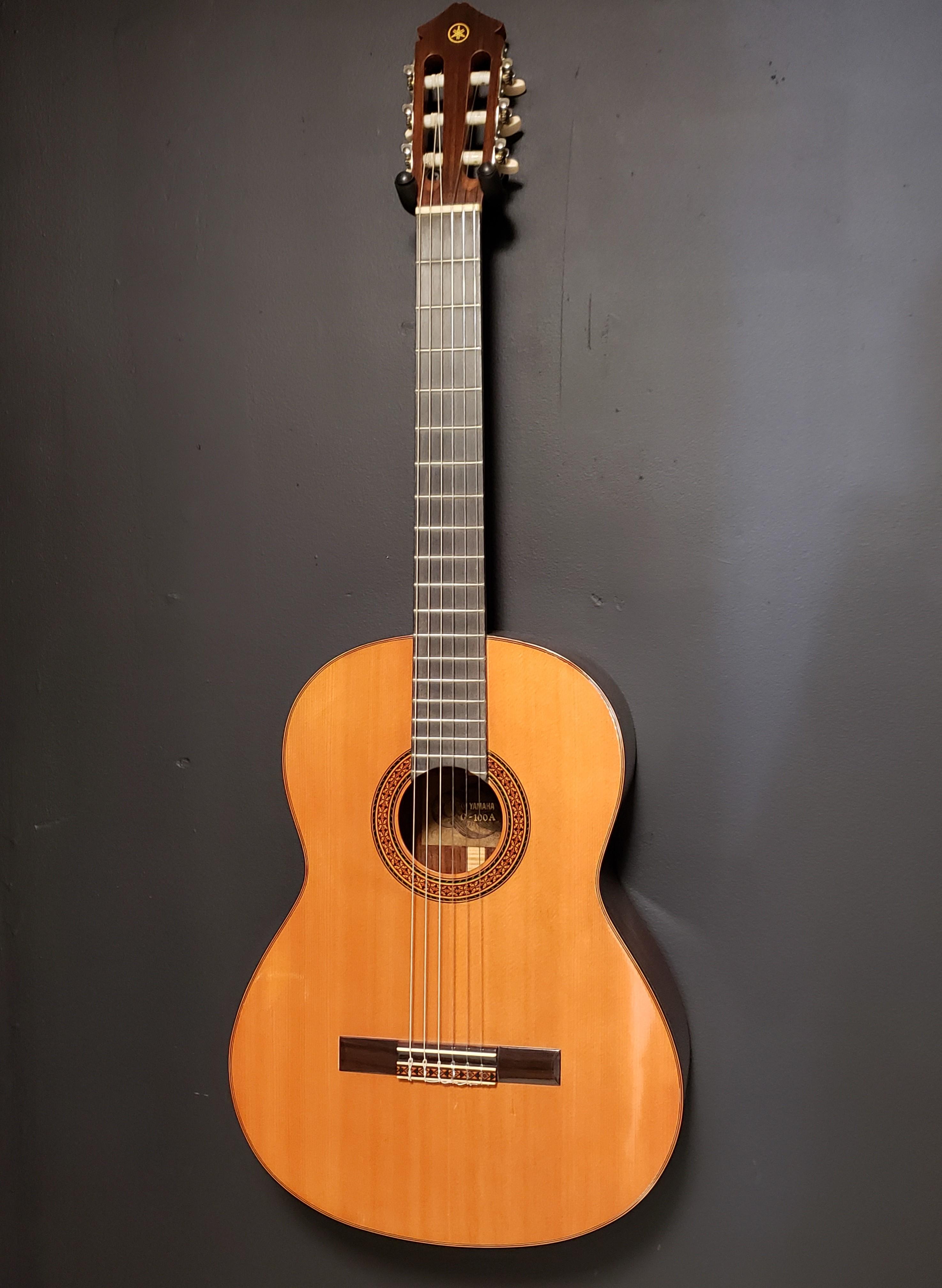 Yamaha G-100 A Classical Acoustic