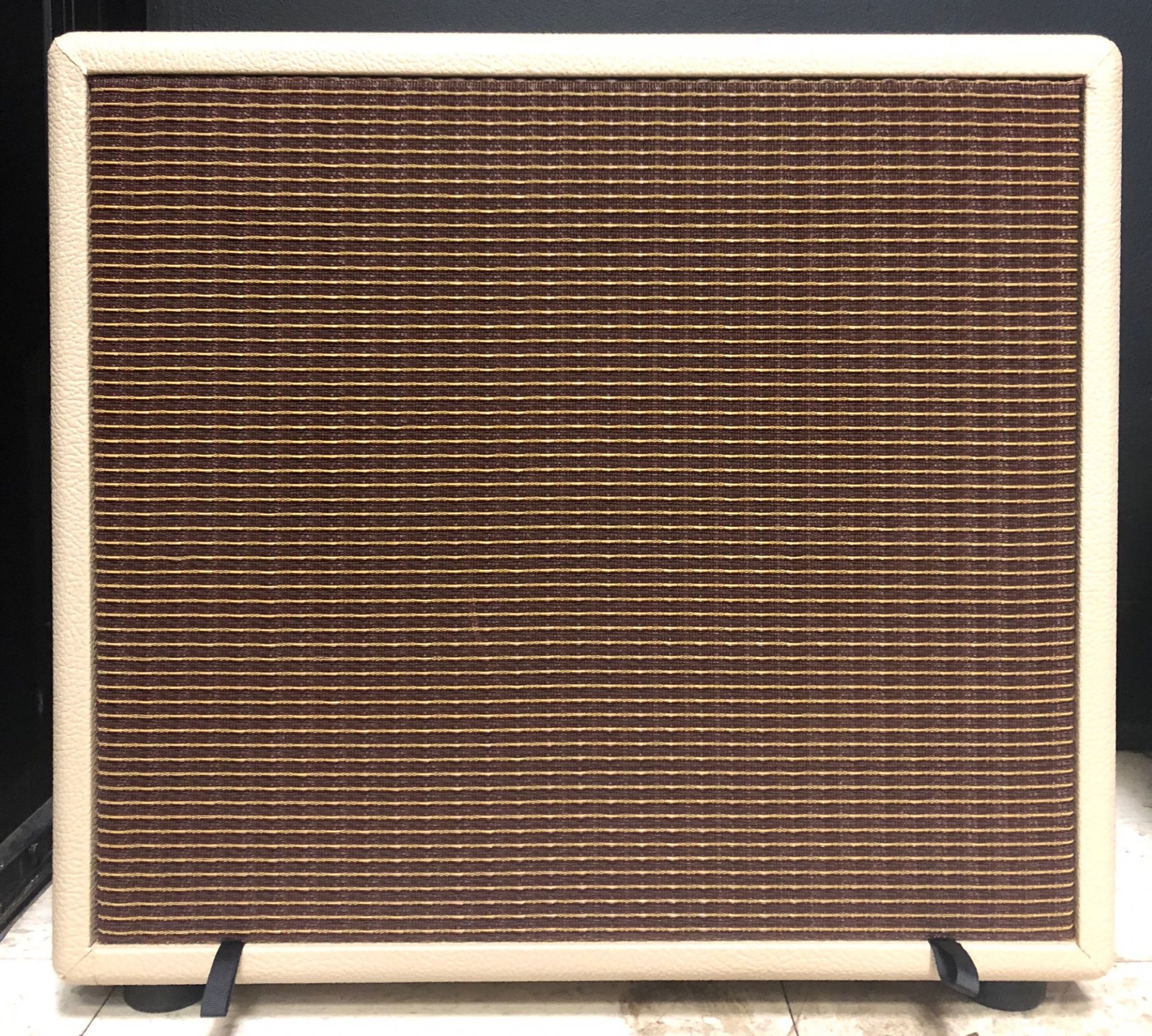 Pine Tone Guitar Cabinet