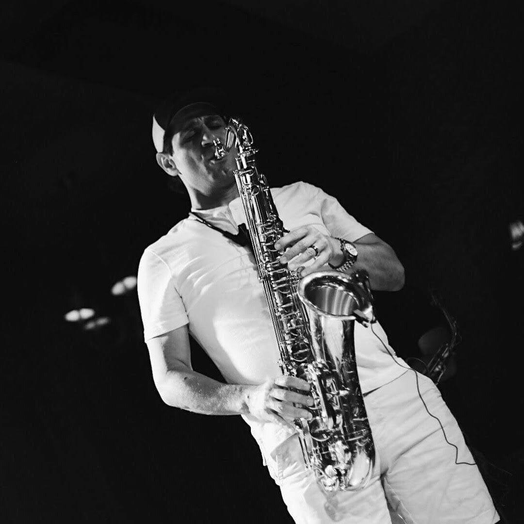 Picture of Suren Kyaruns on the Sax