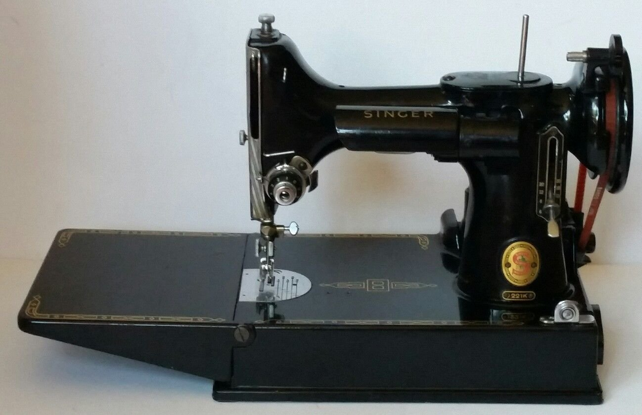 1961 Singer Featherweight 221 Red S