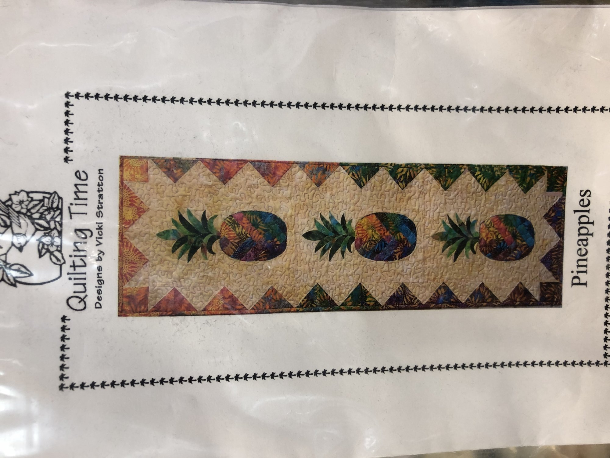 Pineapples Wallhanging Kit