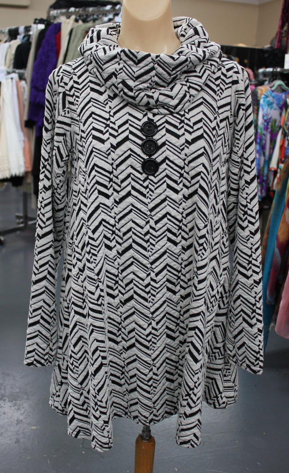 Chevron black/white tunic