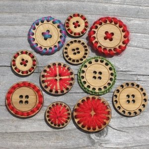 1 20 Hole Buttons - Bamboo - Card of 4