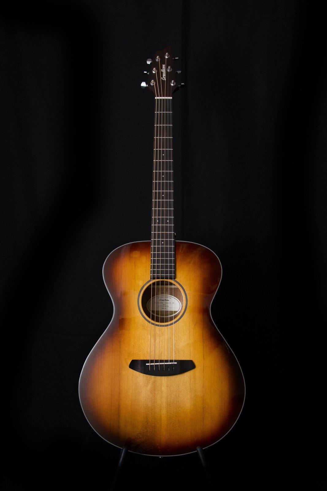 Breedlove Discovery Concert Sunburst Sitka/Mahogany Guitar