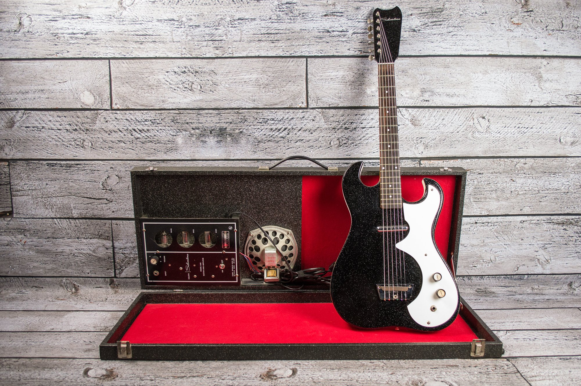 Silvertone 1448 With Case Amp (USED)