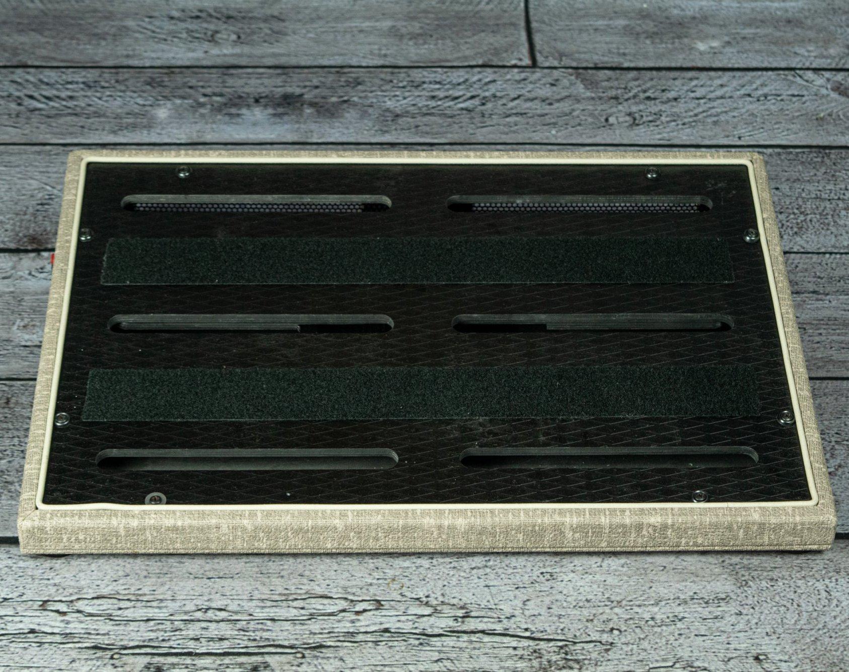V Boutique V Board Pro Series Medium Pedalboard Fawn/White (USED)