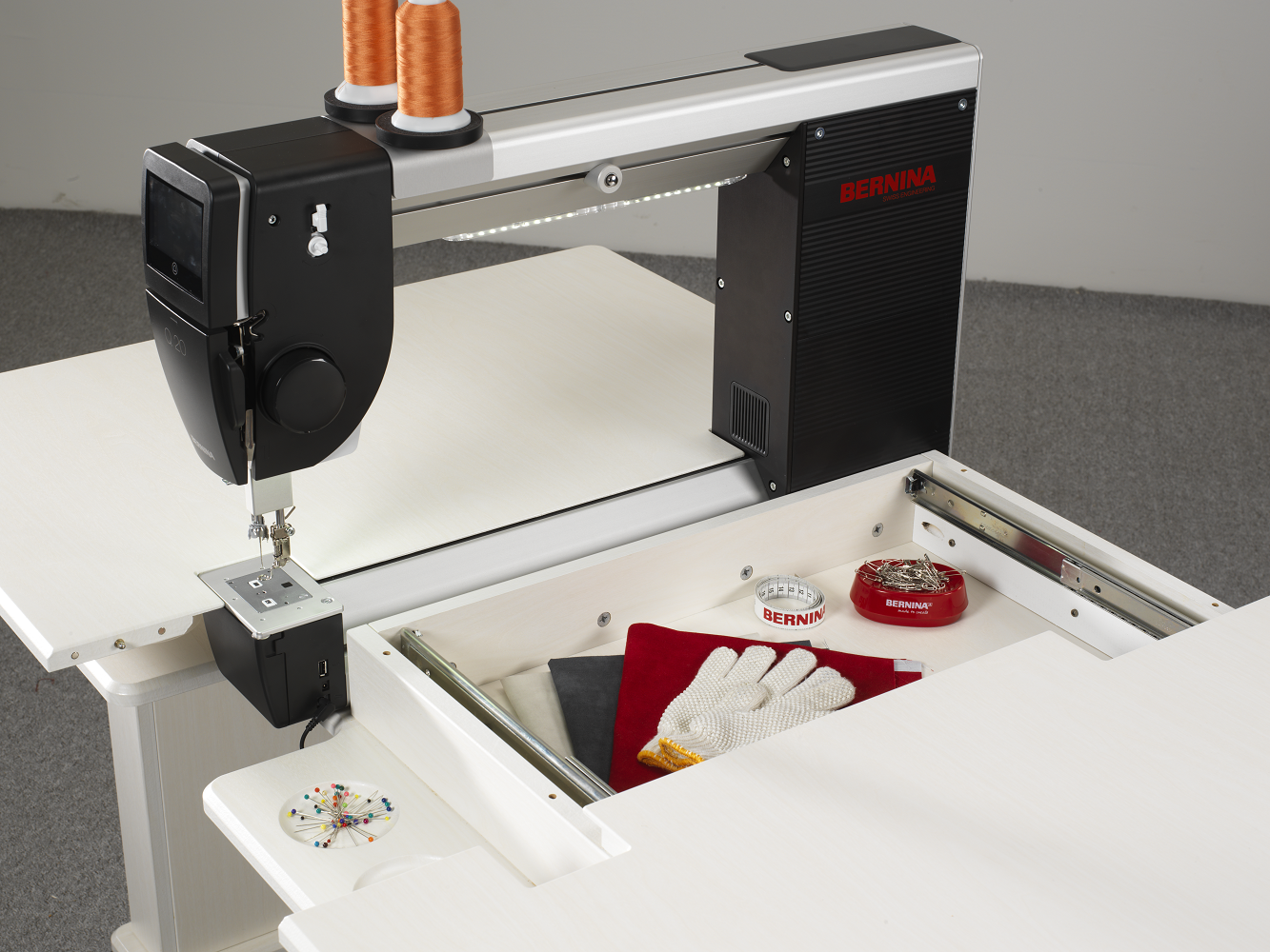 BERNINA Q20 w/sitdown cabinet