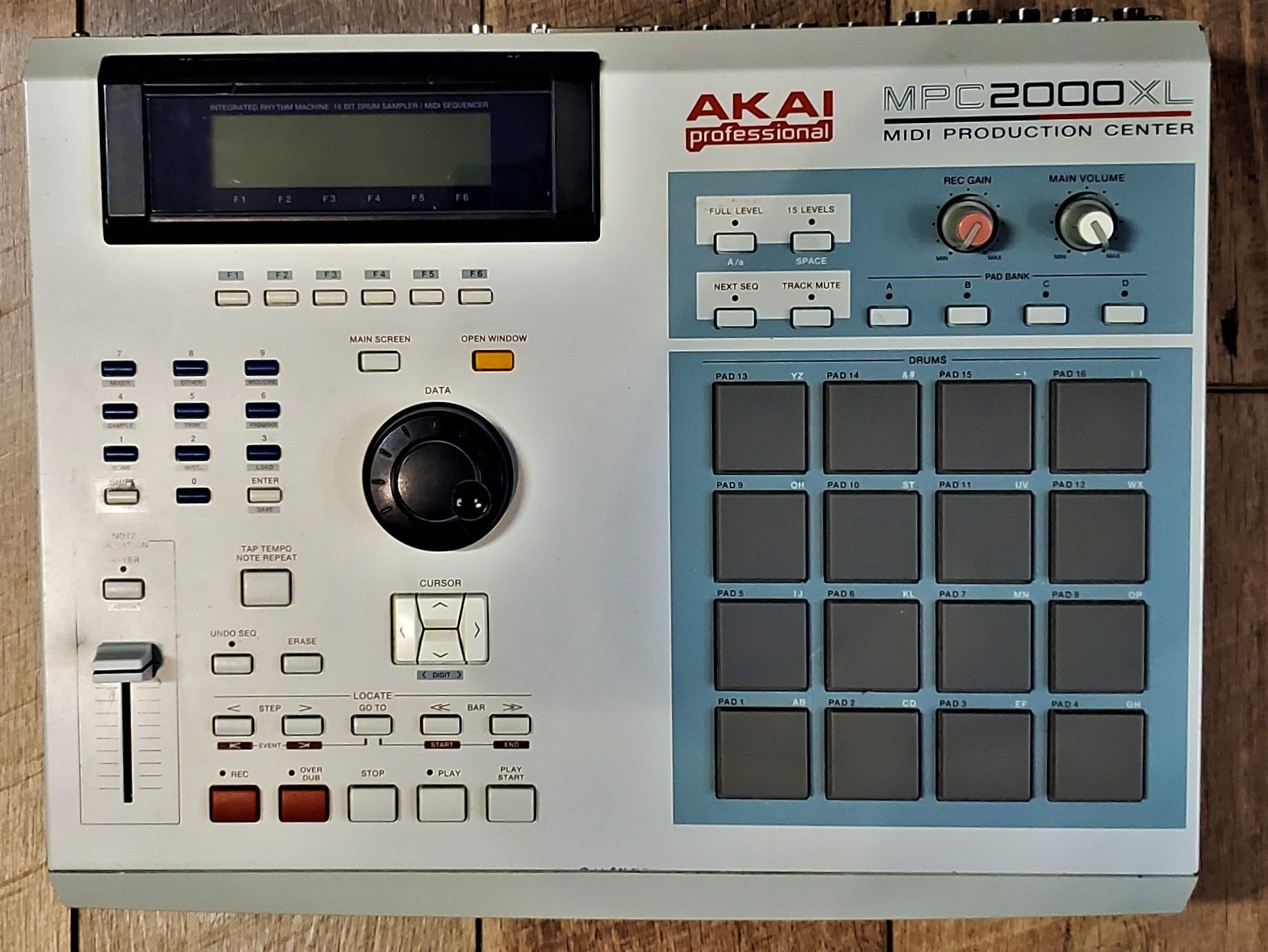 USED - AKAI MPC2000XL