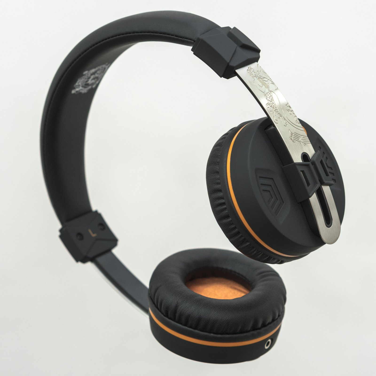 Orange O-EDITION - Headphones 40mm drivers compatible w/ smartphones two detachable 3.5mm jack cables one with mic and control