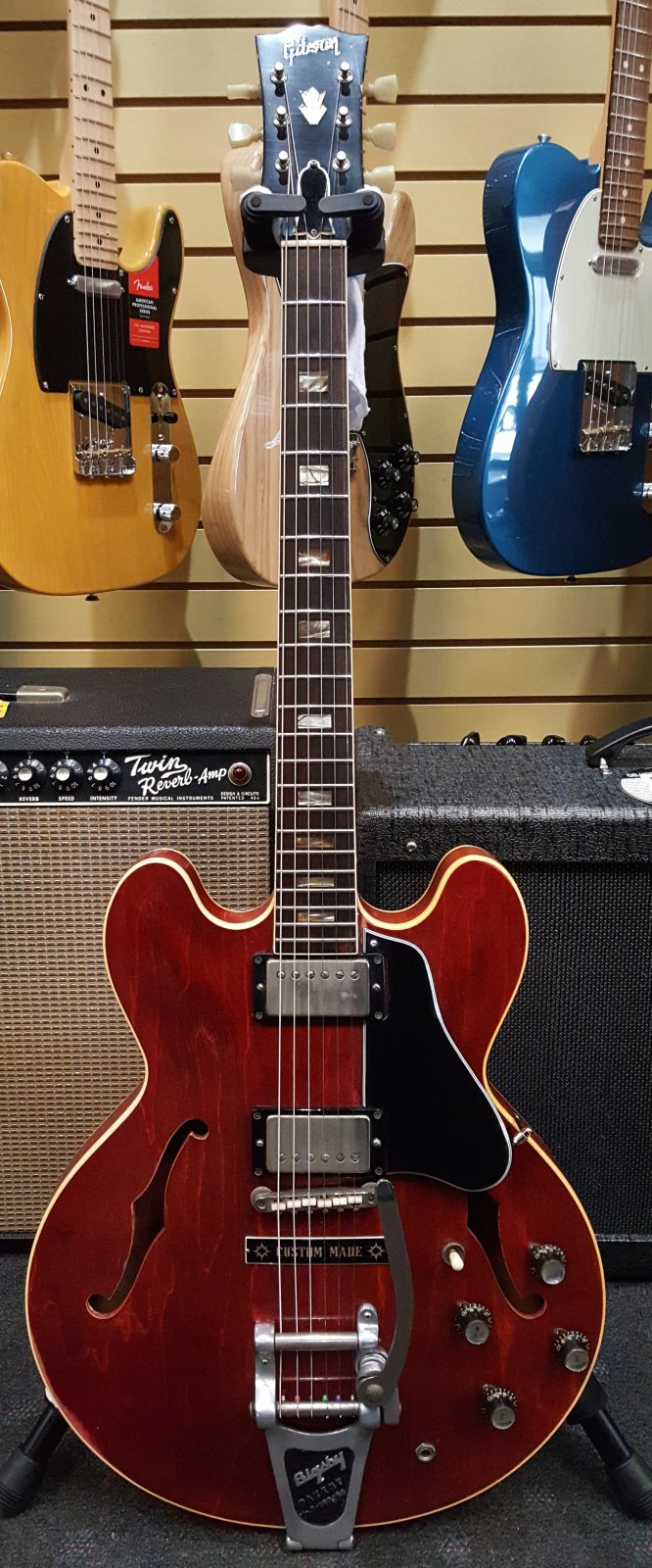 Gibson 1962 ES-335 with Factory Bigsby, Original PAF Pickup and Original Hardshell Case