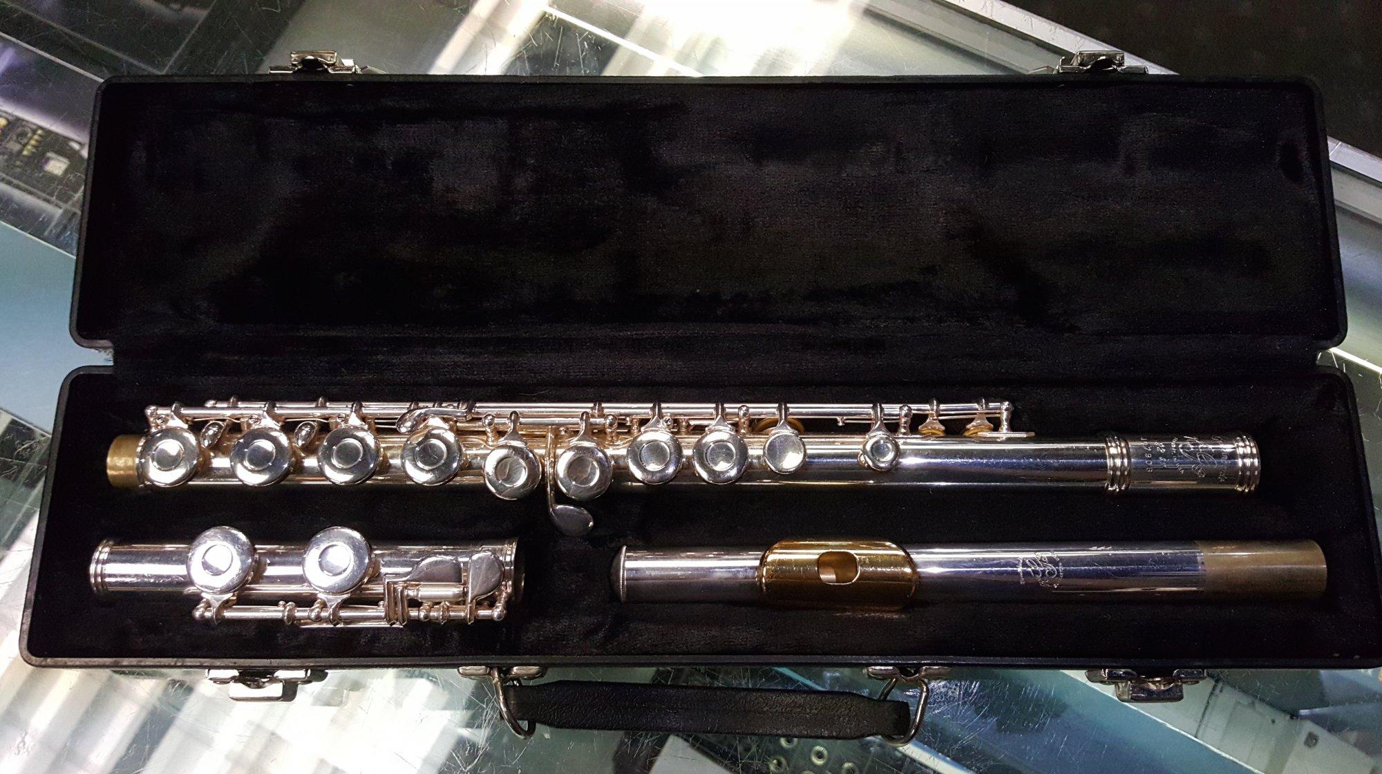 Used Gemeinhardt USA 22SP Flute w/ Case