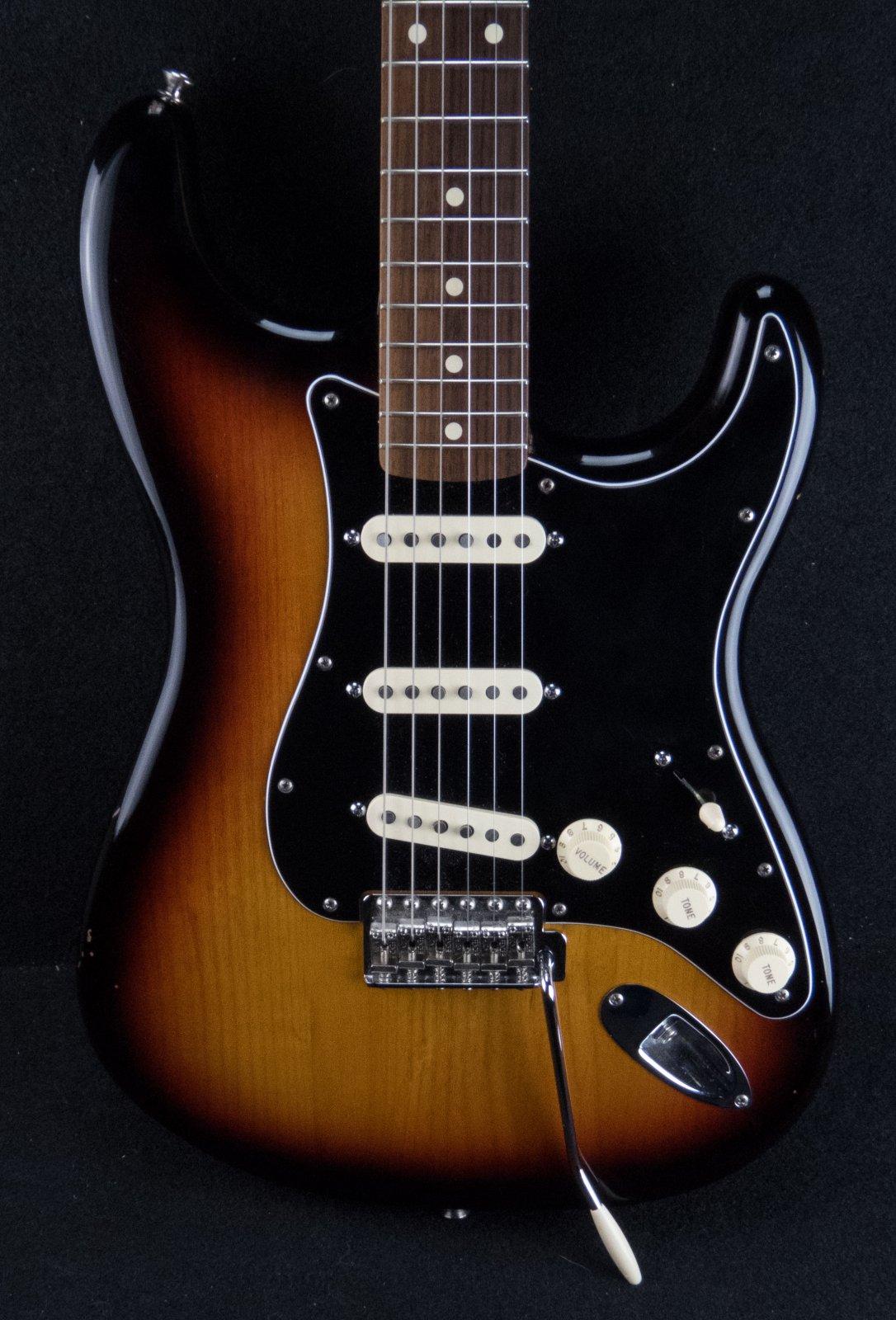 Fender Classic Series 60's Lacquer Stratocaster w/case-3 Color Sunburst