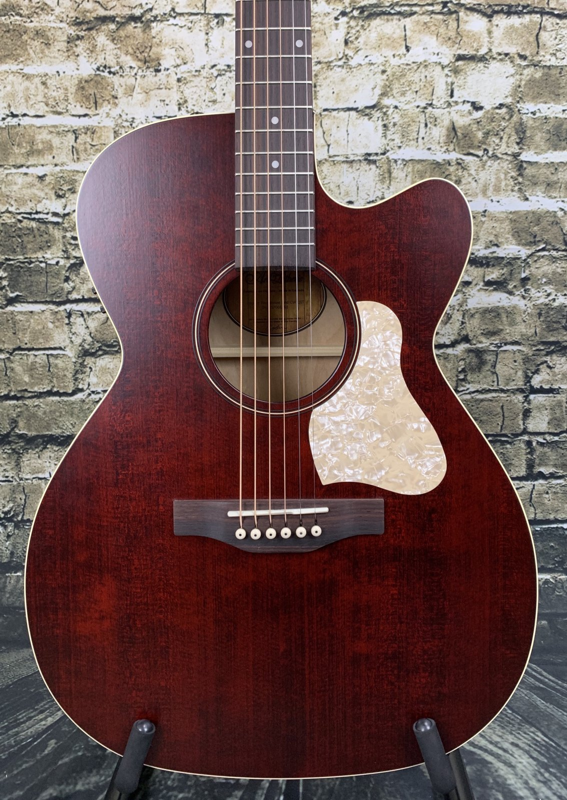 Art & Lutherie Legacy CW QIT - Tennessee Red