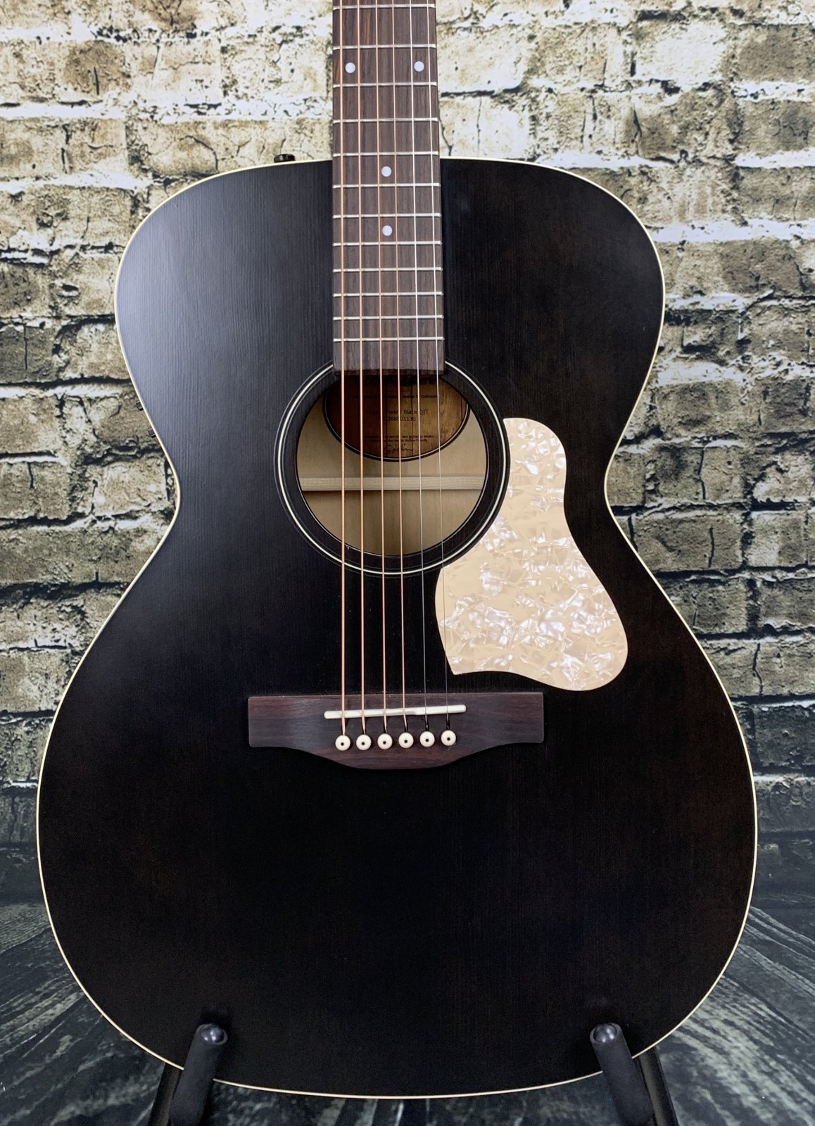 Art & Lutherie Legacy Concert Hall Acoustic Guitar Q1T - Faded Black
