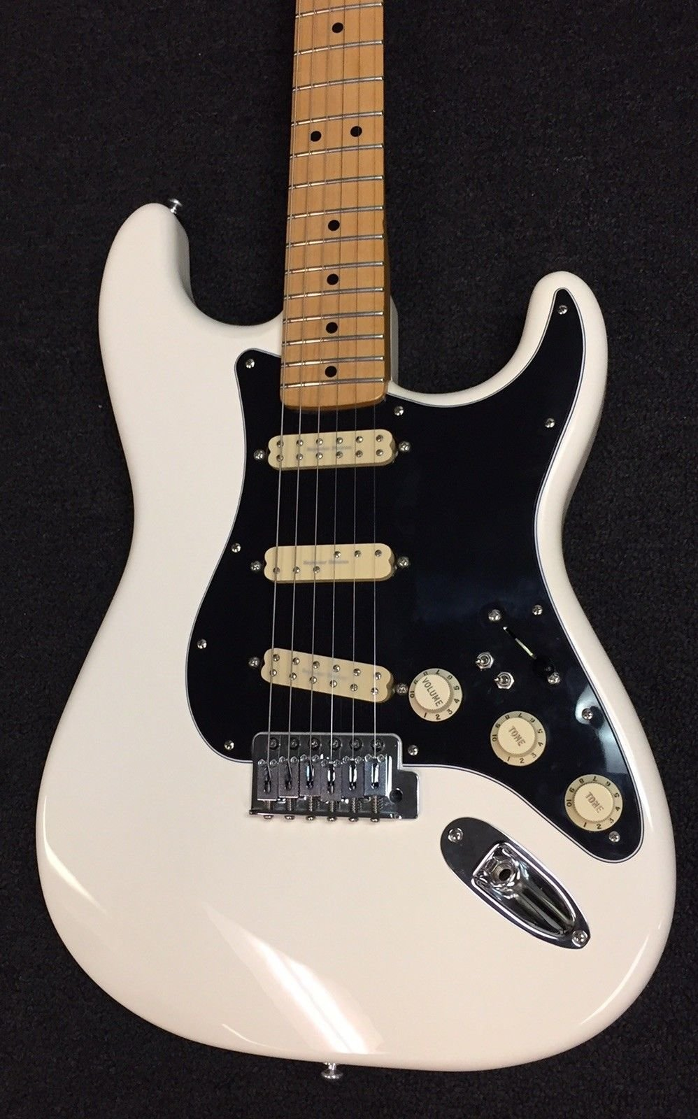 Used Fender Standard Stratocaster w/ Seymour Duncan Little �59, Duckbucker and JB Jr. Pickups - Arctic White w/ Black Pickguard