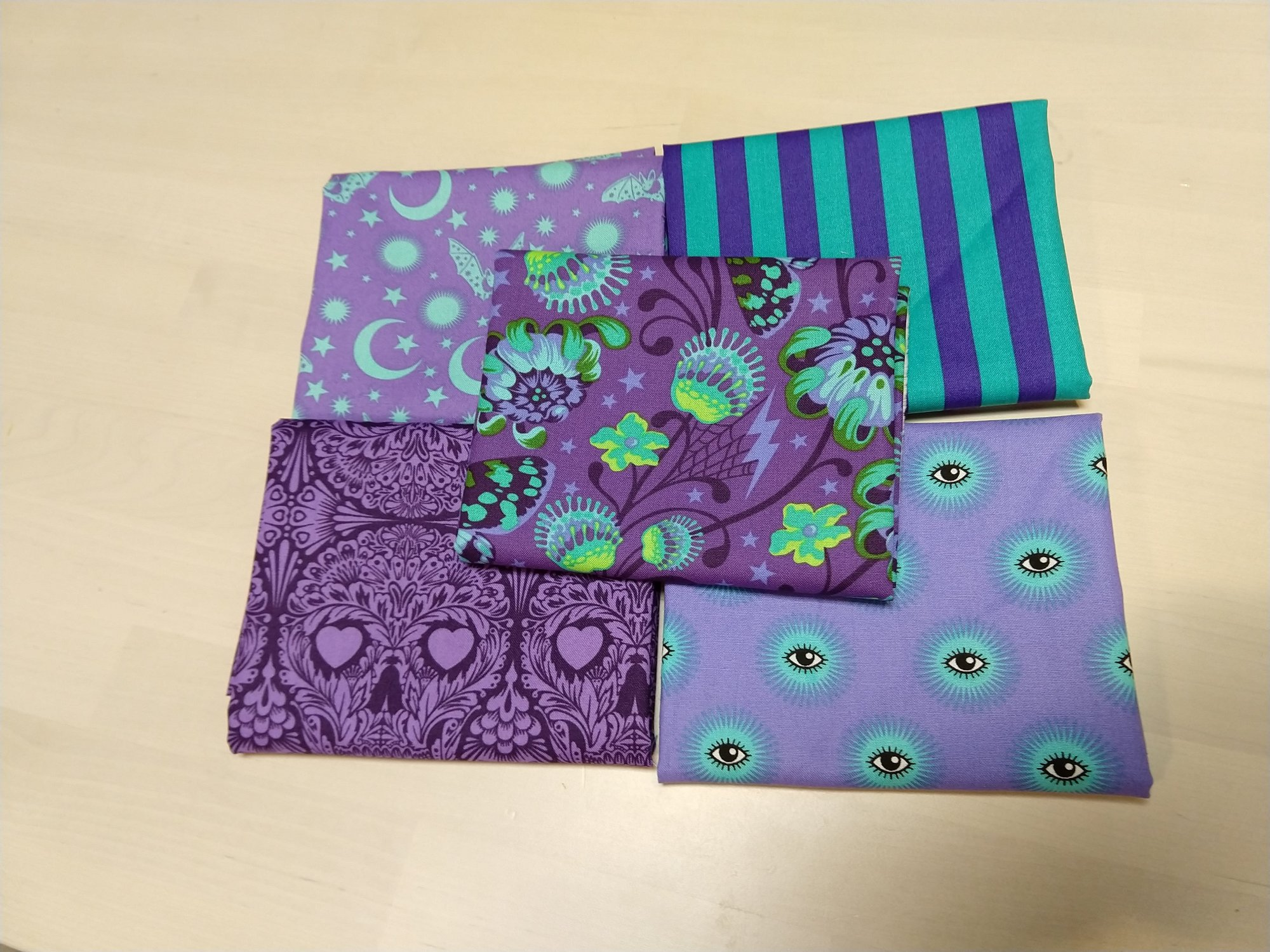 De La Luna Purple Fat Quarter pack