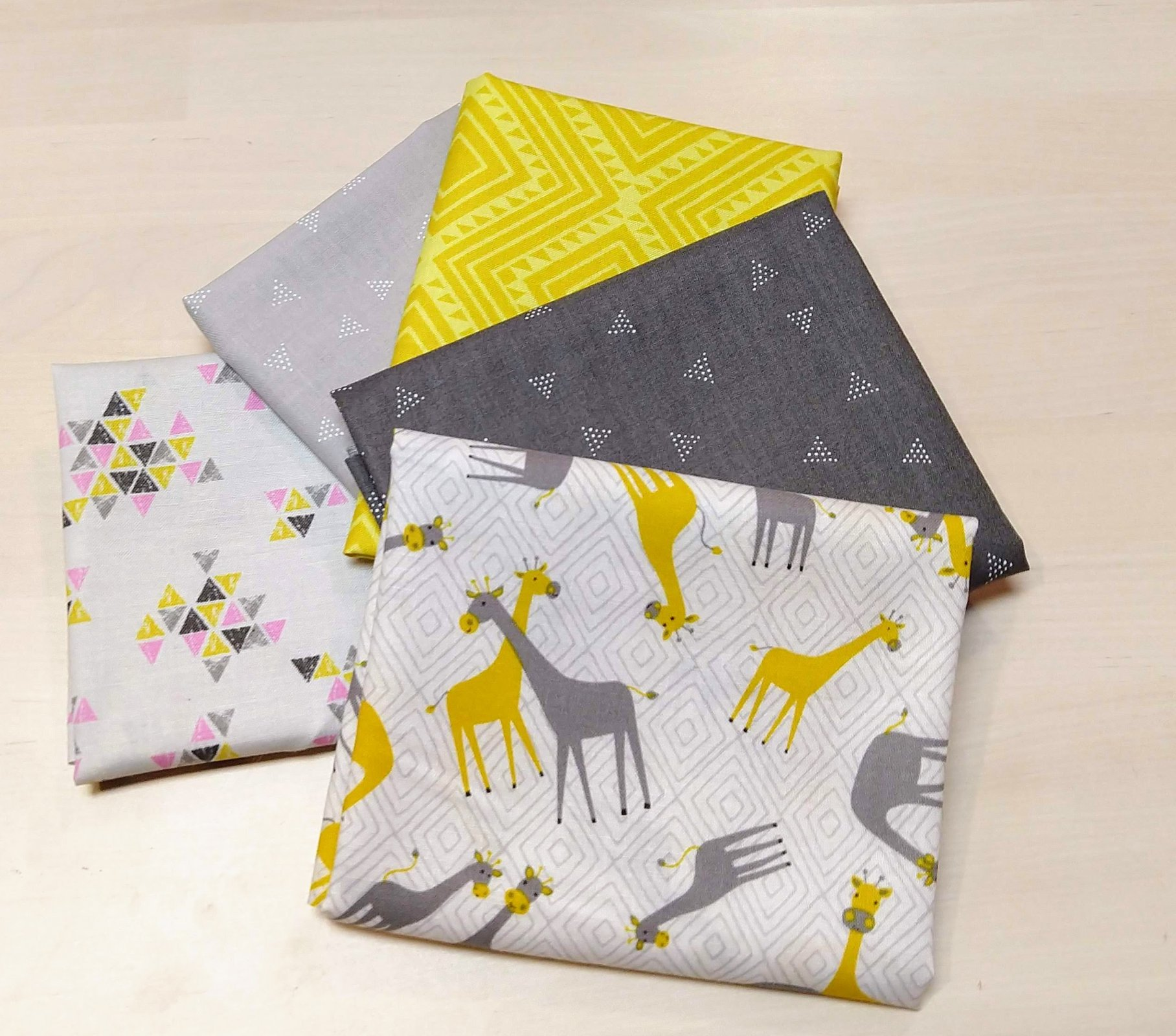 Giraffes with pink 5 pack Fat Quarters