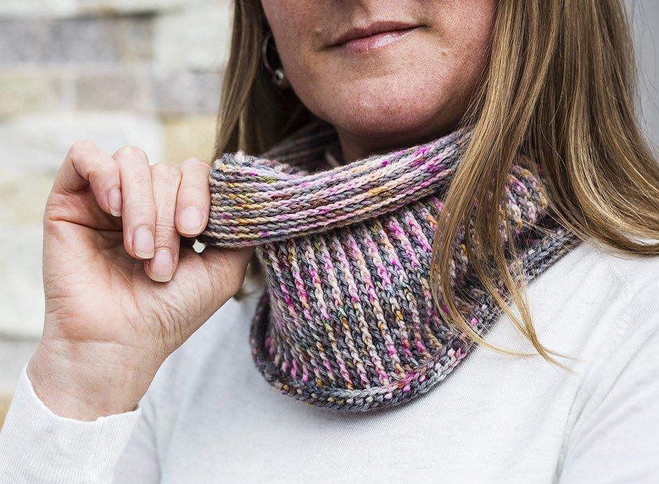 Ninety Degrees Cowl - Crochet pattern