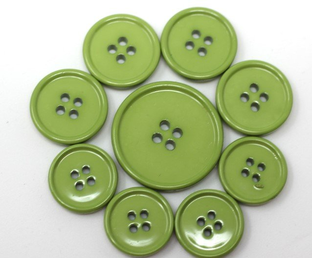 Italian casein buttons, lime