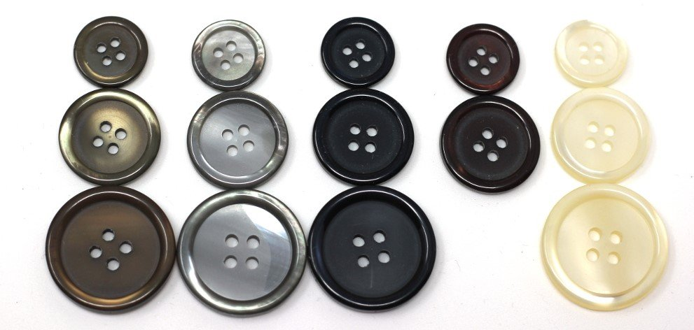 Italian basic buttons in black