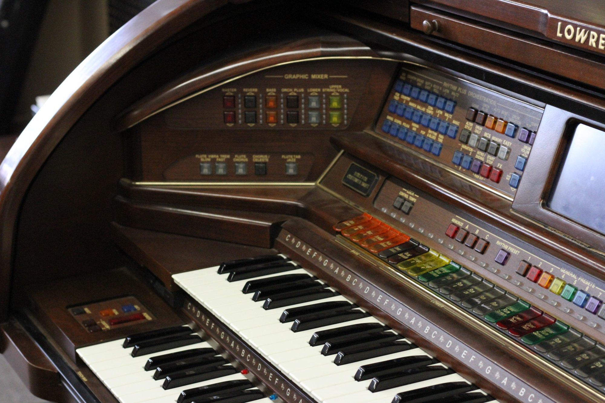 Lowrey Rhapsody Organ