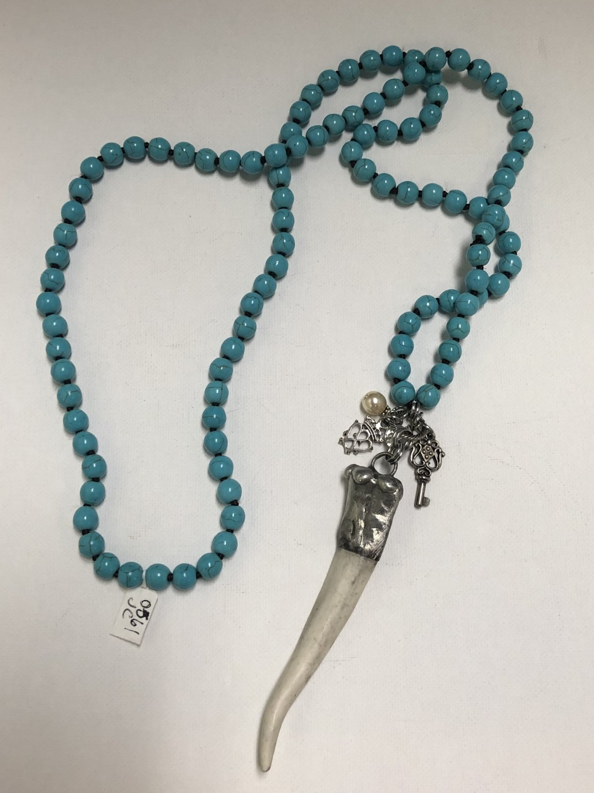 Bead Necklace with Tooth 0561
