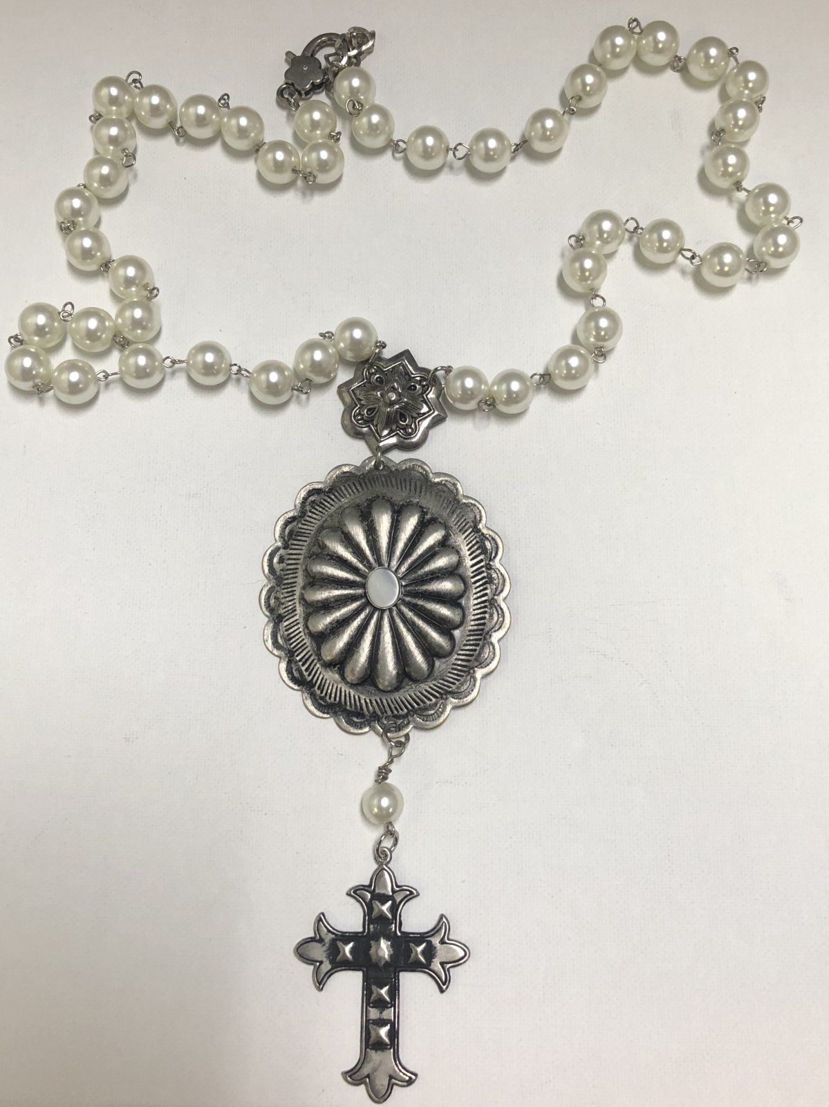 Pearl and Concho Necklace 0567