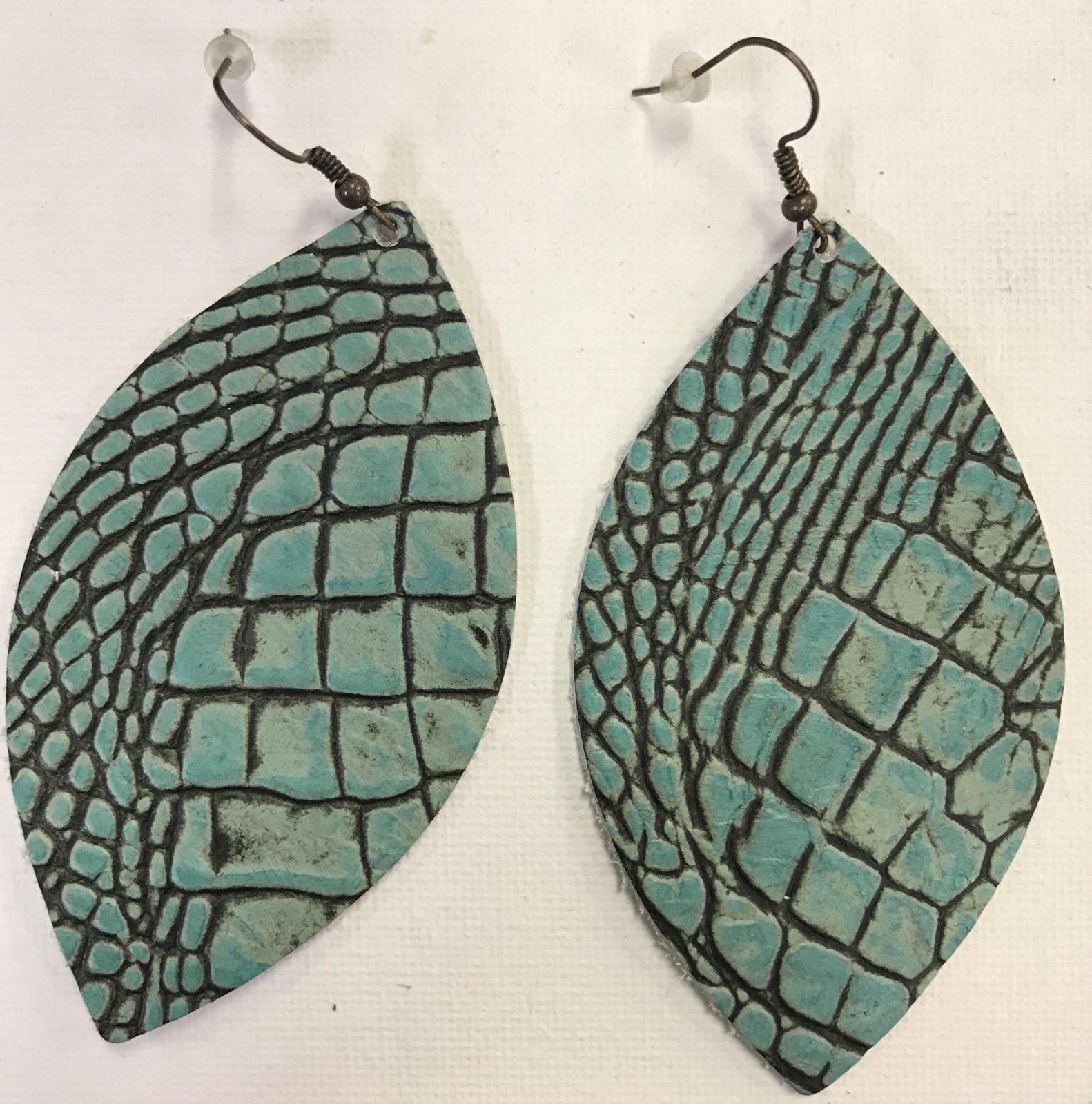 Leaf Shape Leather Earrings 0469