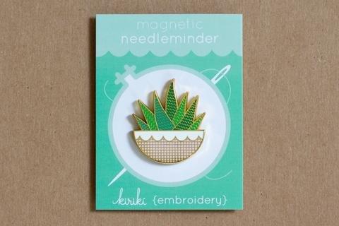 Zebra Plant Magnetic Needle Minder