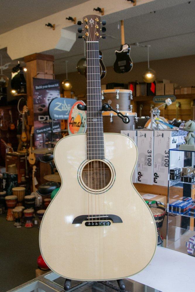 Yairi FYM60HD Masterworks OM Adirondack Acoustic Guitar Natural