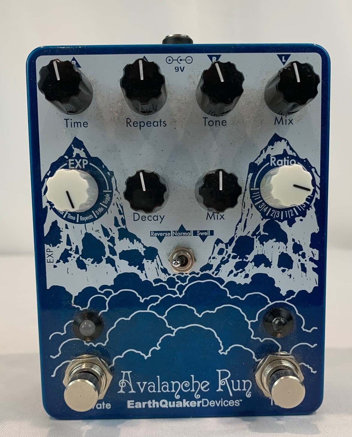 Used Earthquaker Avalanche Run Stereo Delay & Reverb with Tap Tempo Pedal