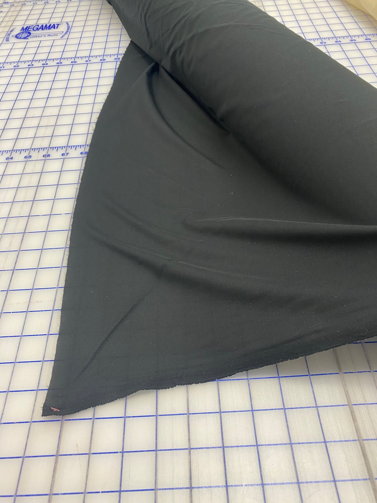 60 Fusible Stabilizer Black (Ideal for tshirt quilts)