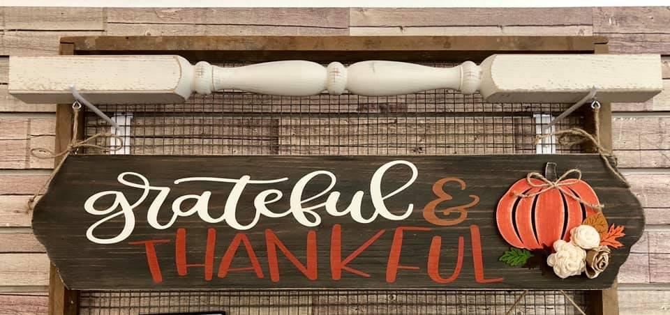 Grateful & Thankful Hanging Sign