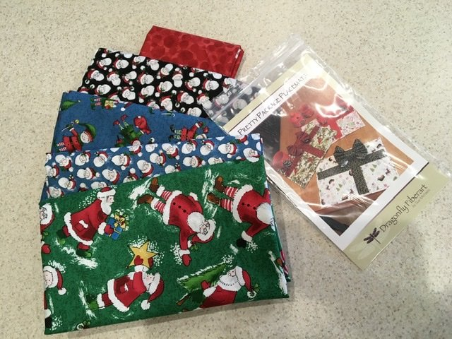 Pretty Pkg Placemat Holly Jolly Kit