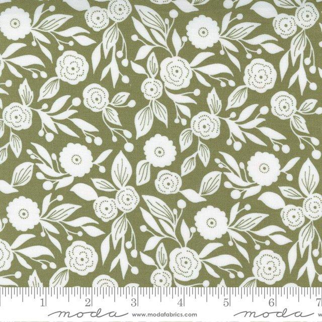 Christmas Morn Flora Pine 5143 15