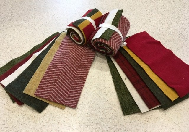 Wool 4x8 - Red/Green/Gold Roll Up