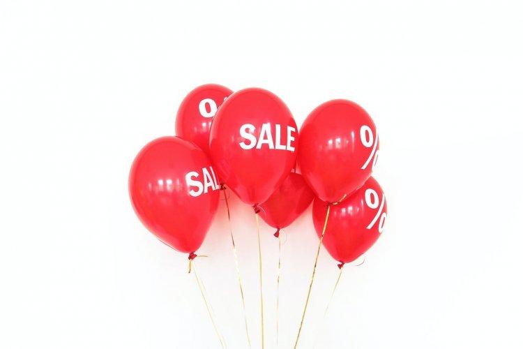 balloons say Sale