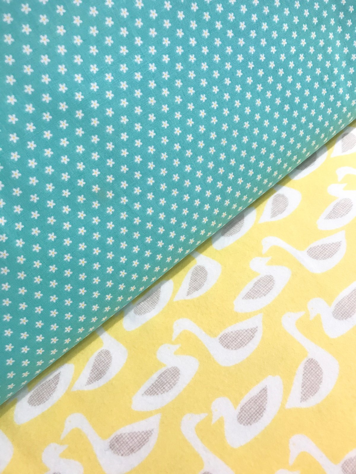 Surgical Mask Kit - CHILDREN'S SIZE Teal Daisies/Yellow Ducks WITH ELASTIC