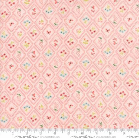 Cameo Wallpaper Pink