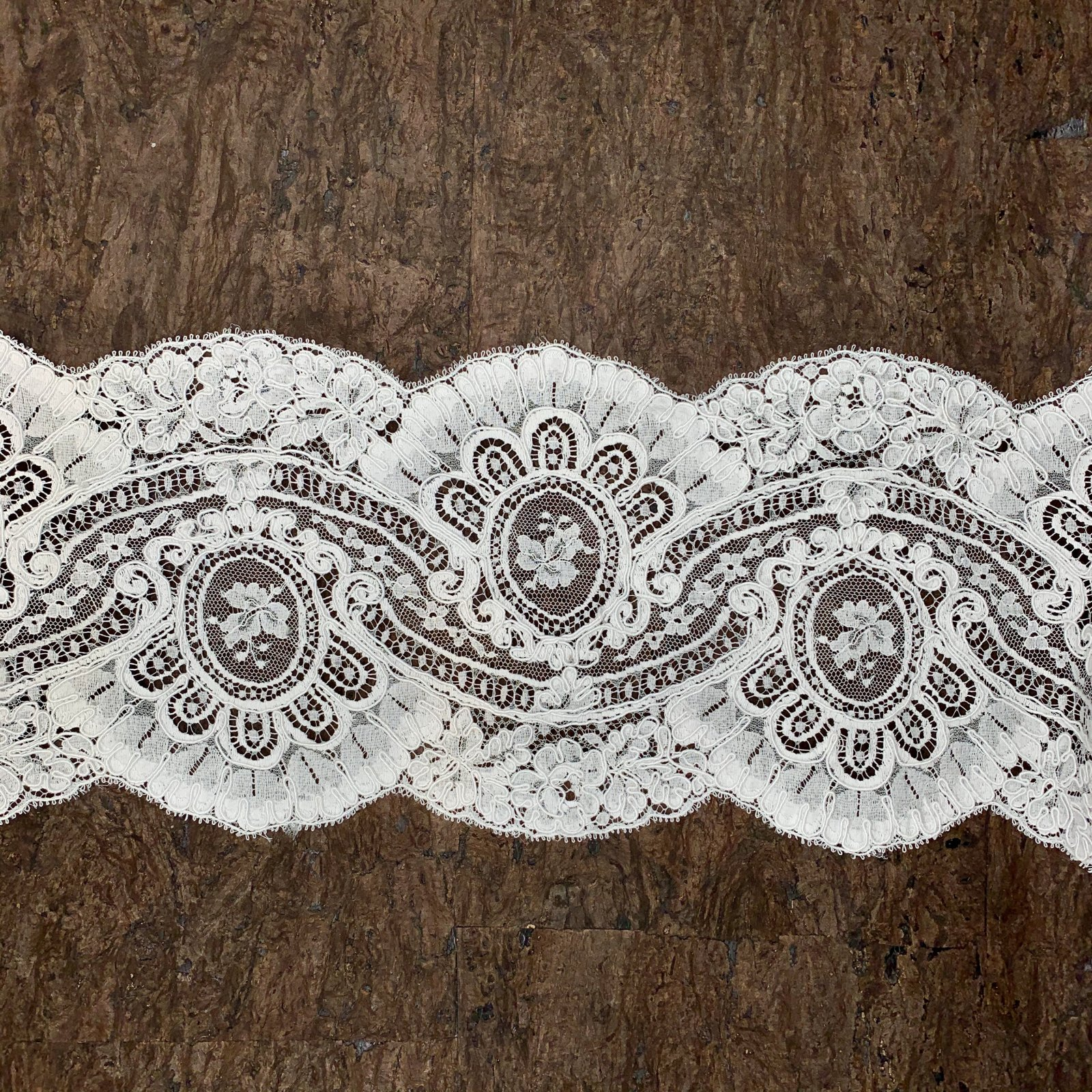 Aloncon - French Lace Trim - 6 wide
