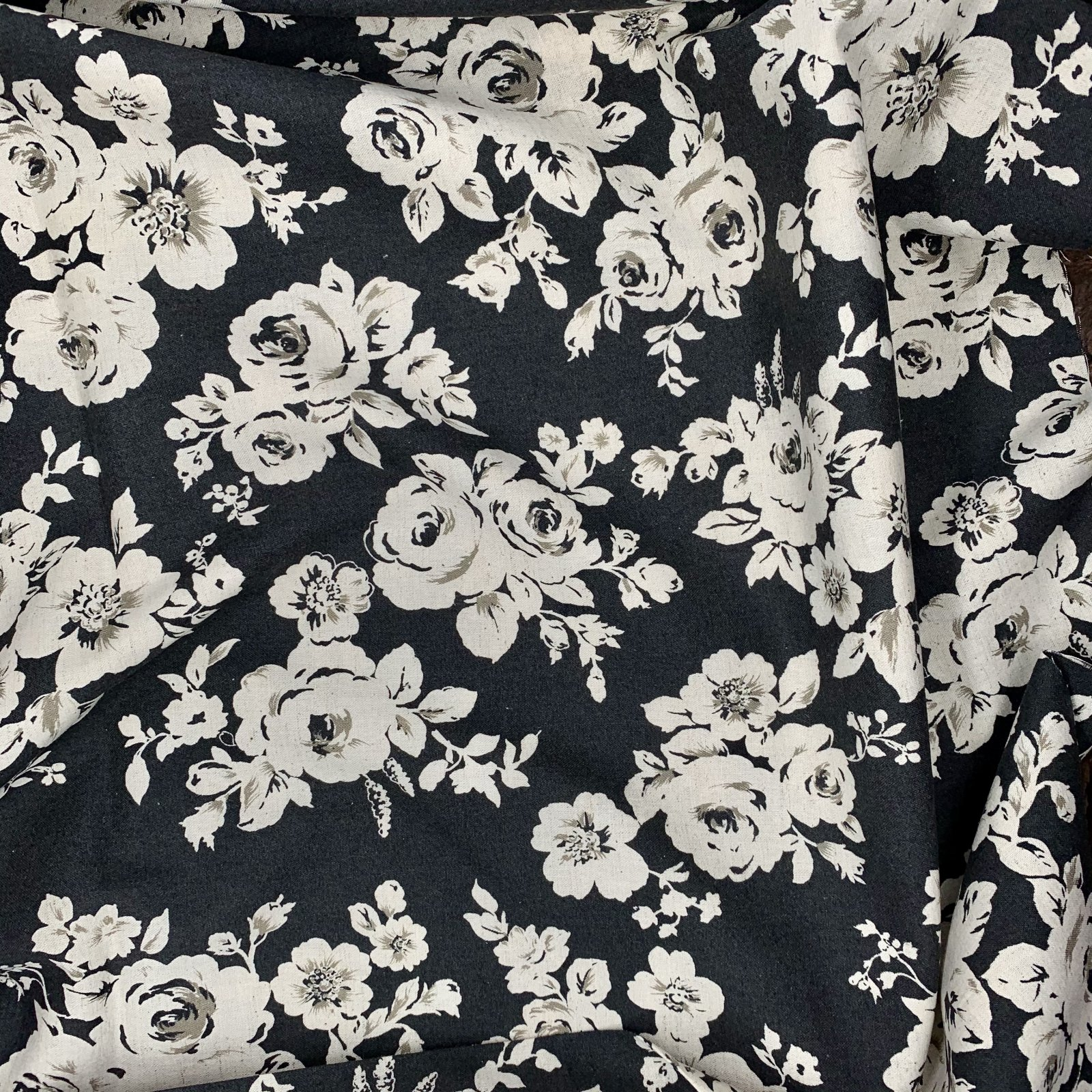 Black - Vintage Roses - Cotton/Linen Sheeting - Kokka