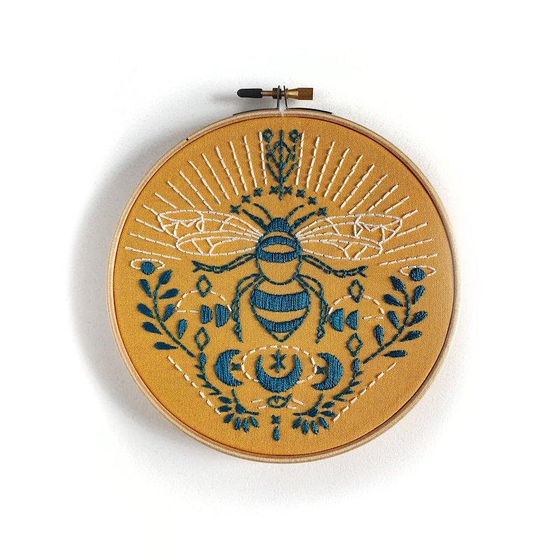 RikRack Embroidery Kit - Bee