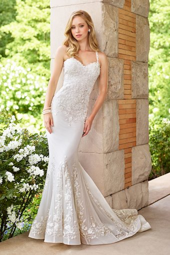 Ravishing Lace Mermaid Gown with Sweetheart Neckline
